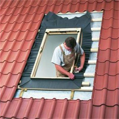 Velux ggu ck02 0062 white centre pivot window triple glaze for Velux fenetre de toit prix