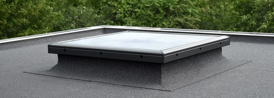 Velux fixed flat glass rooflight clear for flat roof for Velux cladding kit