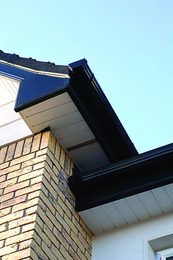 Freeflow 90 Degree Ogee Style Gutter Angle Black